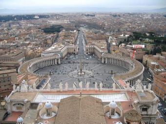 800px-saint peters square from the dome