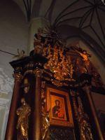 Oświetlony ołtarz MB Różańcowej