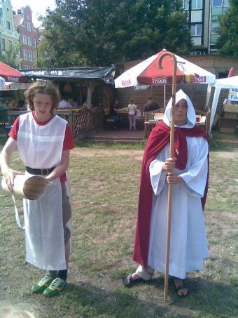 Harcerze w strojach Dominikanów